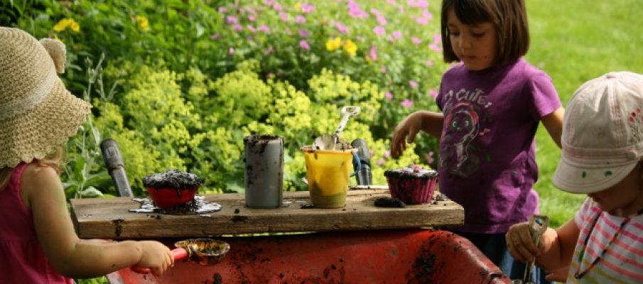 mud-kitchen-in-wheelbarrow