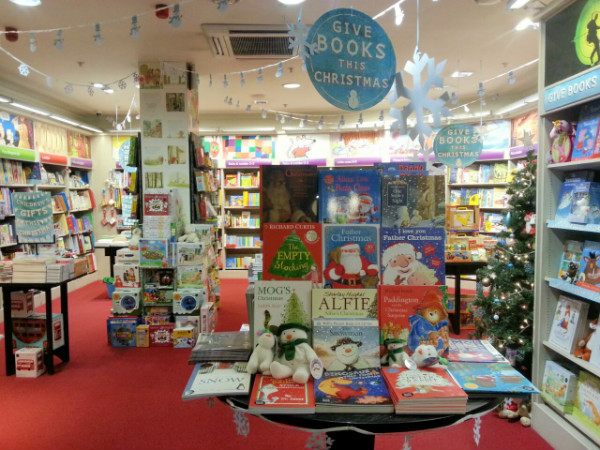 Kids Crafts With Waterstones Christmas Books In The Playroom