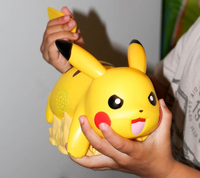 Kalos Pokedex Toy Battle Ready Pikachu a...