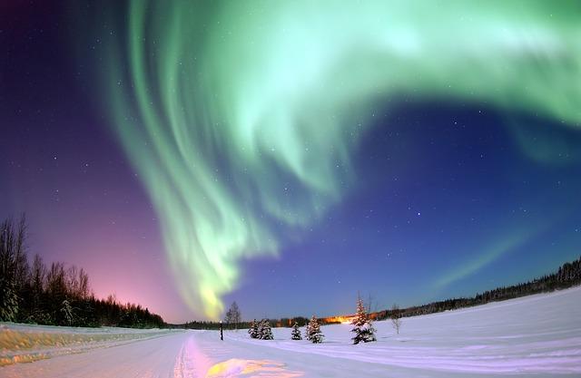 aurora-borealis-69221_640