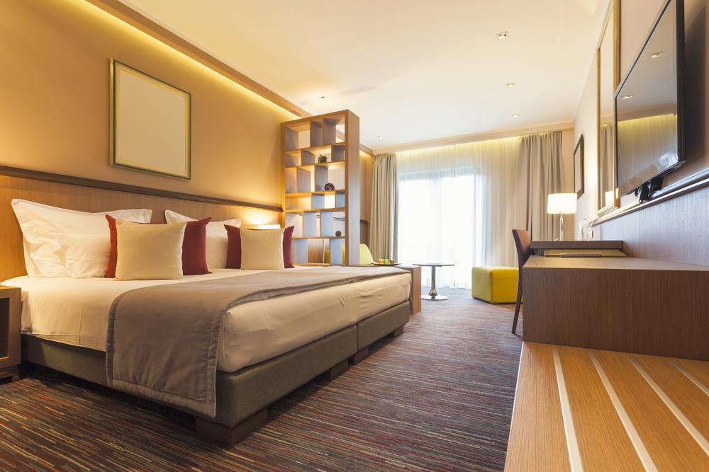 hotel-room-life-hacks