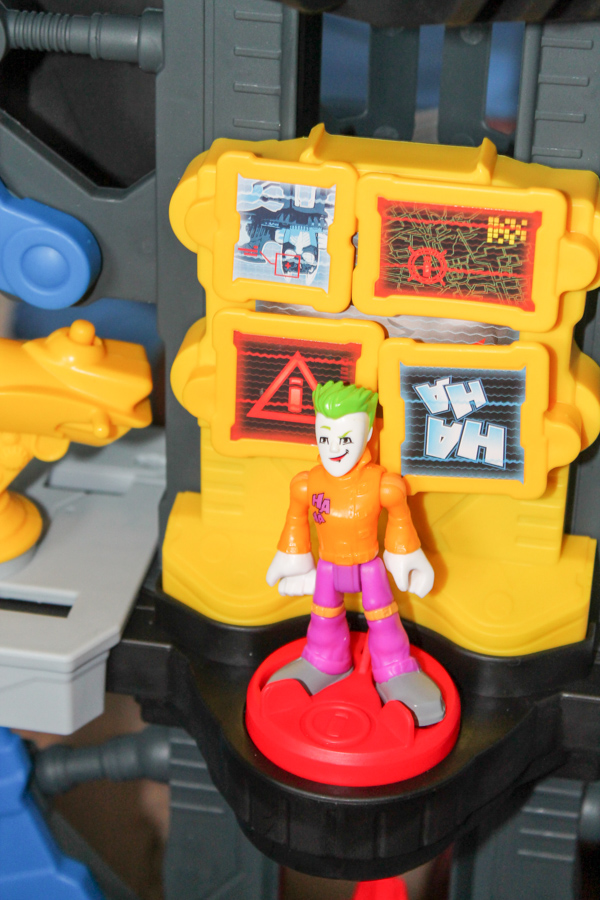 Imaginext DC Super Friends Transforming Batcave - In The ...