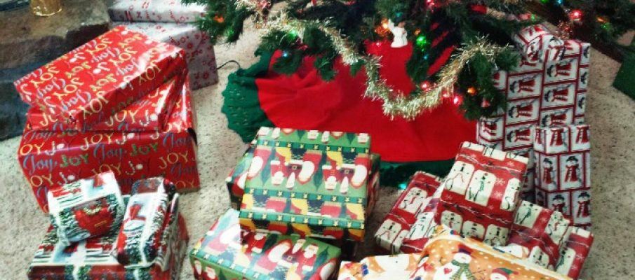 organized-system-of-christmas-gift-wrapping-for-large-families