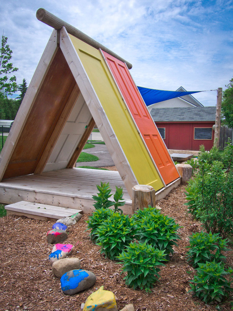 recycled-door-playhouse-by-earthscape-playground-DIY2