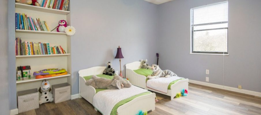 apartment-bedroom-bookcase-1027509