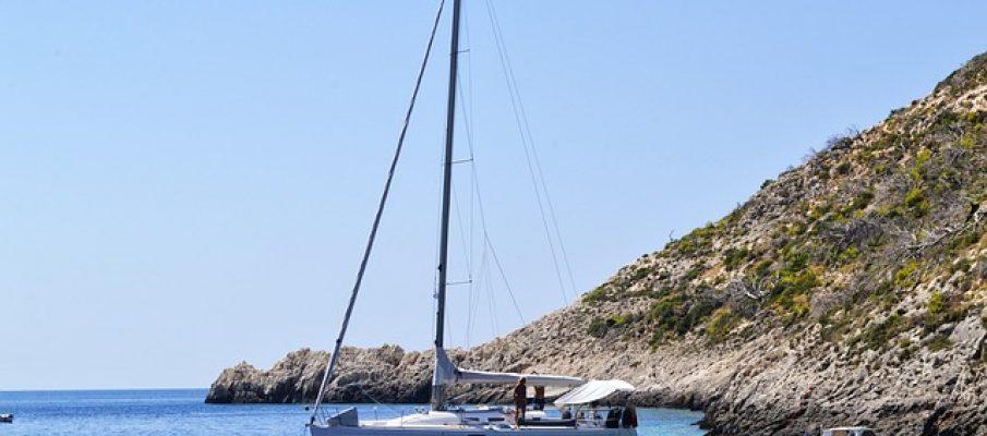 yachts-1974546_640