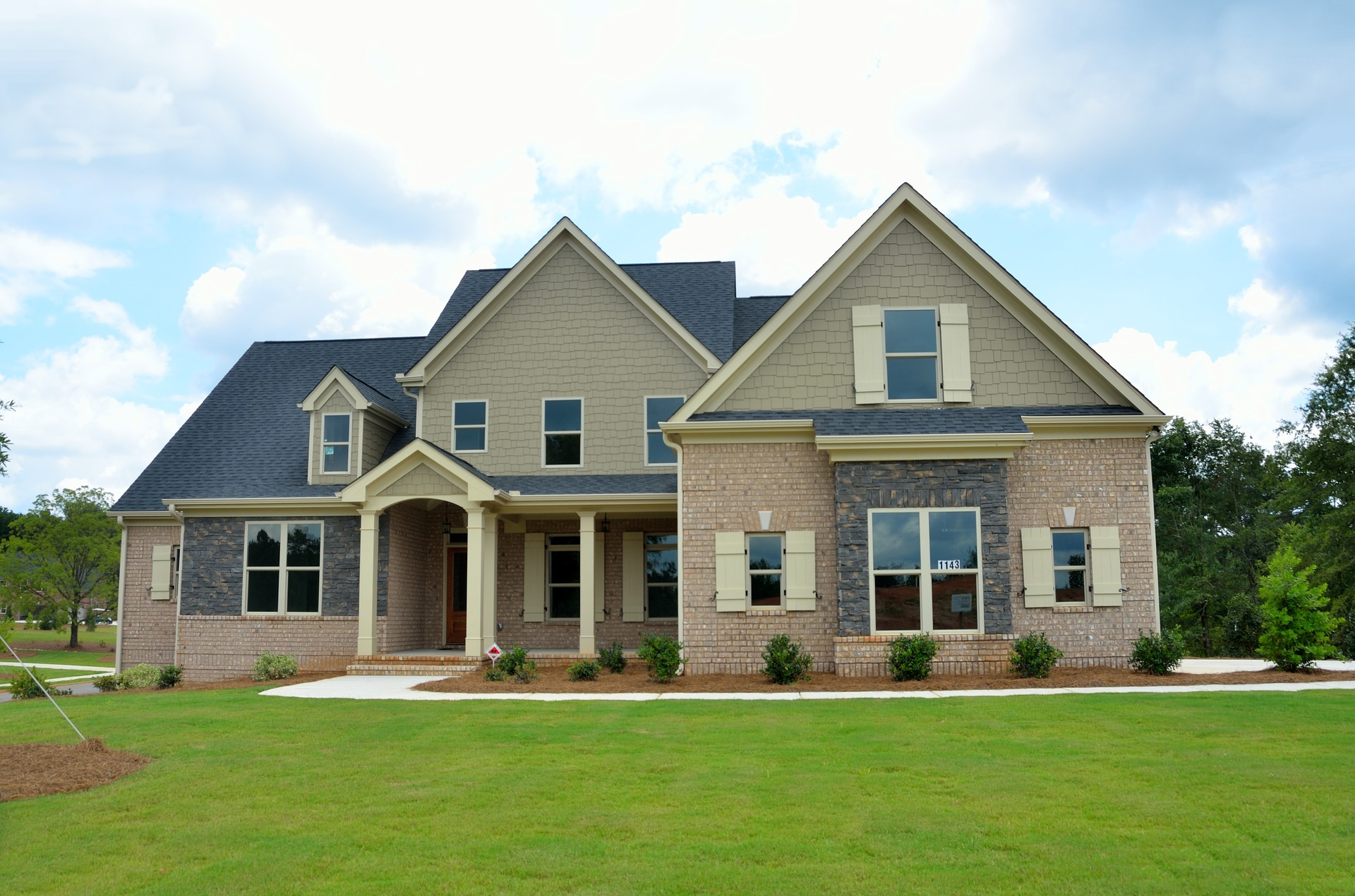 new-home-2409165_1920